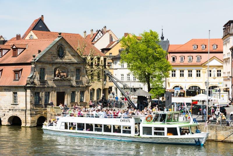 Pasażerski statek przy Rzecznym Regnitz w Bamberg obraz royalty free