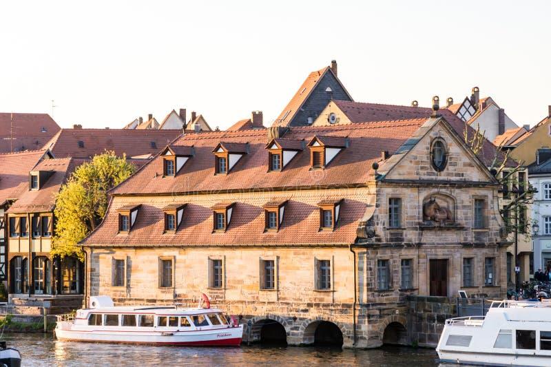 Pasażerski statek przy Rzecznym Regnitz w Bamberg zdjęcie stock