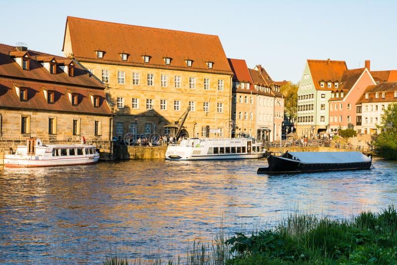 Pasażerski statek przy Rzecznym Regnitz w Bamberg zdjęcie royalty free