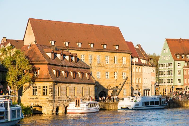 Pasażerski statek przy Rzecznym Regnitz w Bamberg fotografia stock