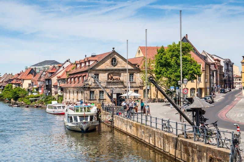 Pasażerski statek przy Rzecznym Regnitz w Bamberg zdjęcia royalty free