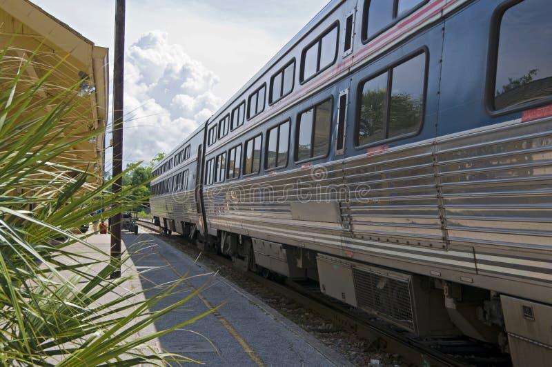 pasażerskiej staci pociąg obraz stock
