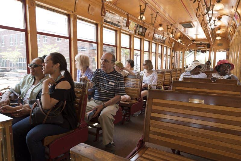 Pasażery jedzie na tramwaju FL usa obraz royalty free