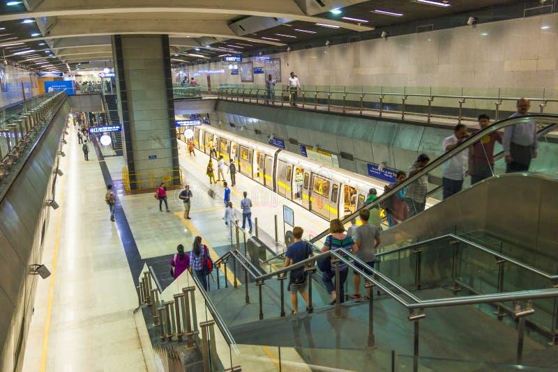 Pasażery zsiada metro zdjęcie royalty free