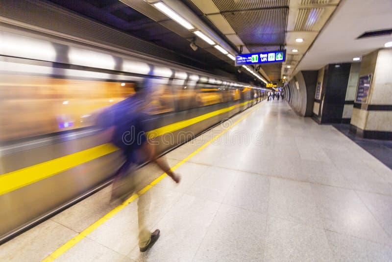 Pasażery zsiada metro obrazy stock