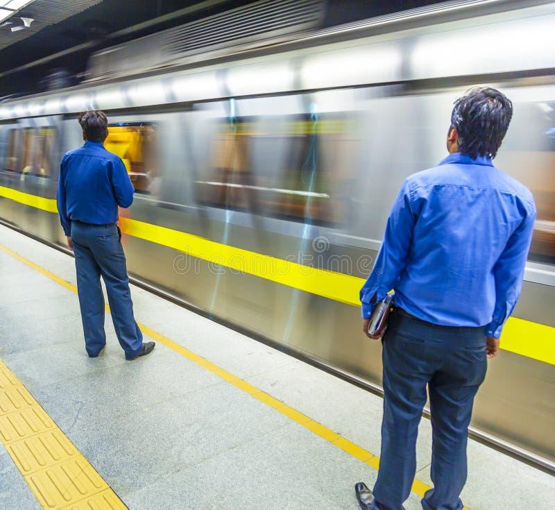 Pasażery zsiada metro pociąg obraz royalty free