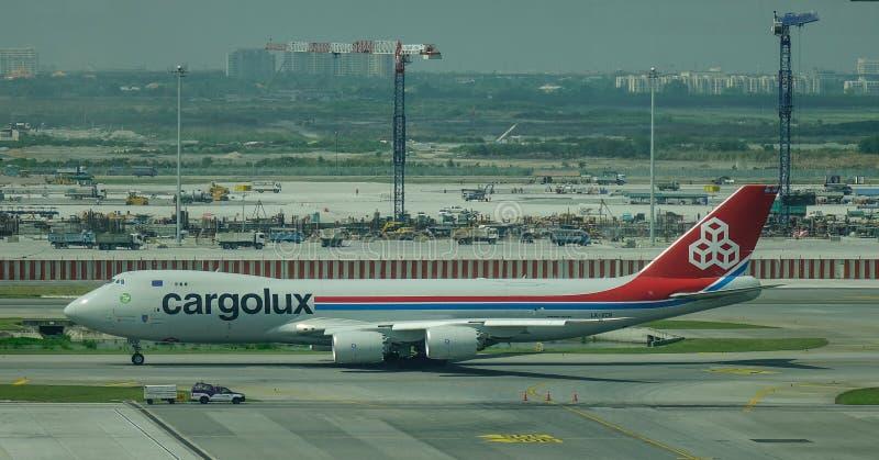Pasa?erski samolot przy lotniskiem obraz stock