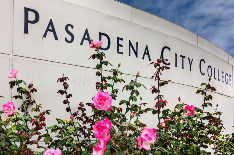 Pasadena-Stadt-College-Zeichen stockbilder