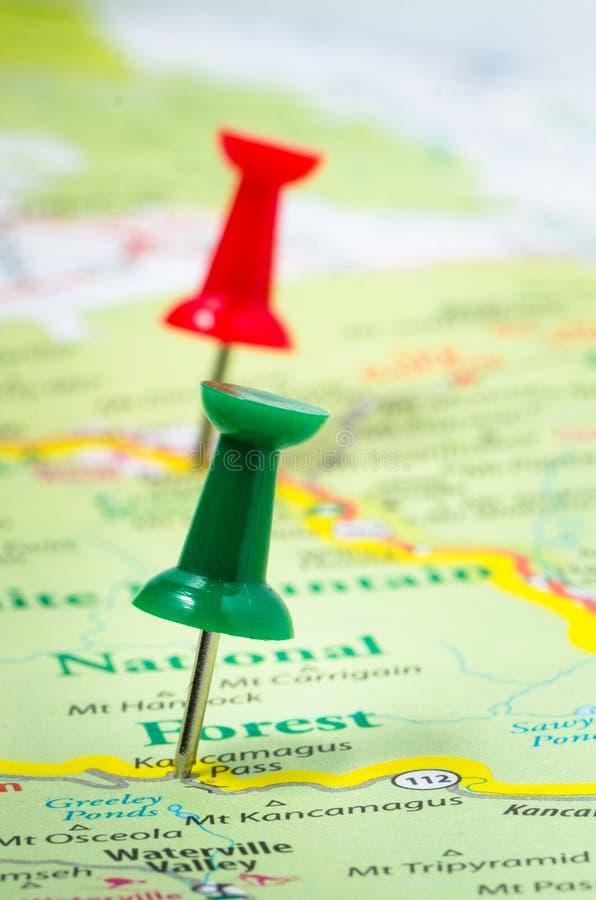 Pasadores en un mapa imagenes de archivo