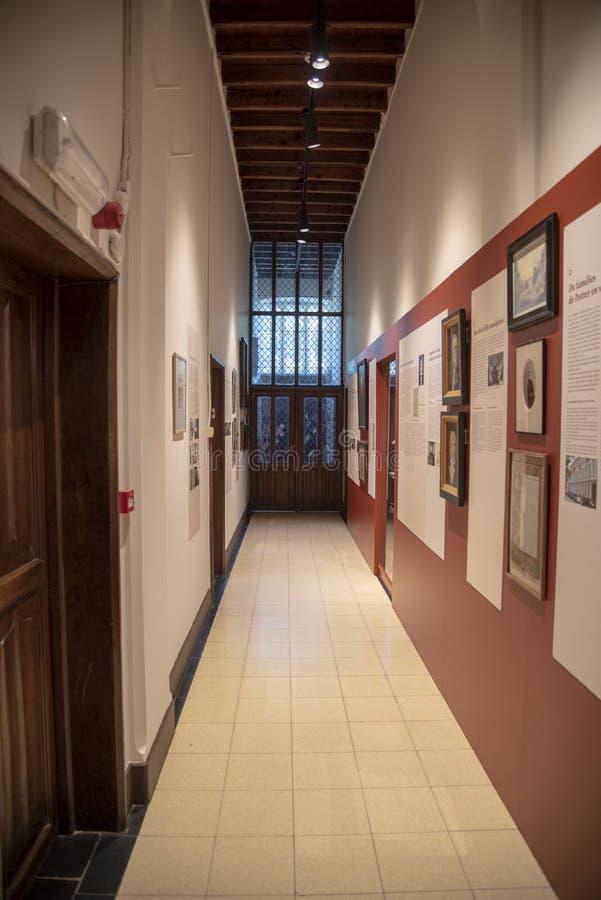 Pasaje de sirvientes en el Castillo de Loppem Brujas fotos de archivo