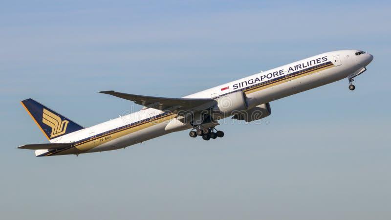 Pasajero de Singapore Airlines Boeing 777 fotos de archivo