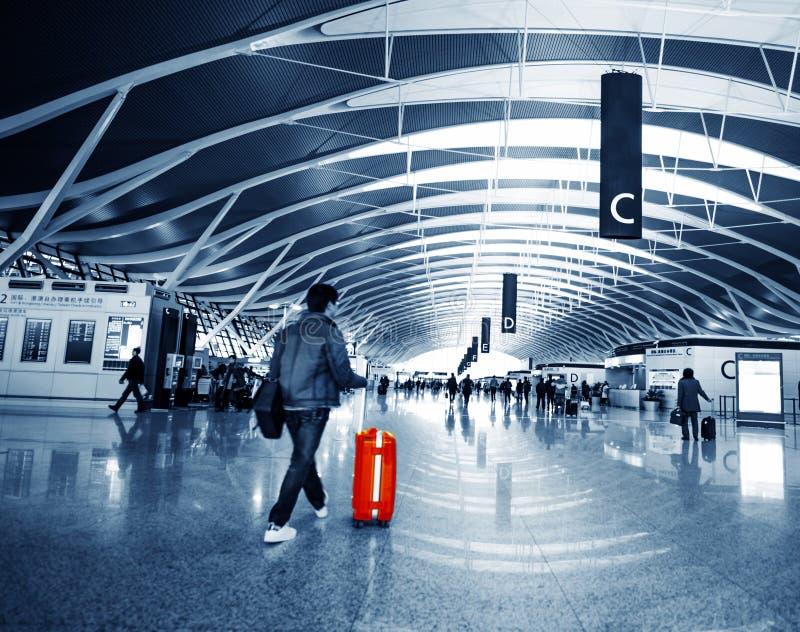 Pasajero en el pudong airport foto de archivo