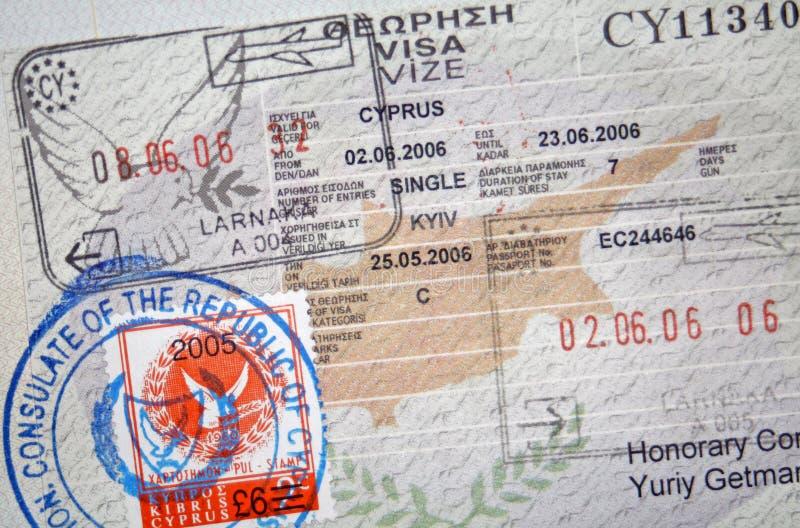Pasaporte con la visa y los sellos de Chipre imagenes de archivo