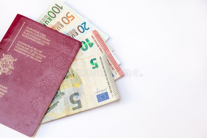 Pasaporte de Bélgica y ` s del euro que viajan imagen de archivo libre de regalías