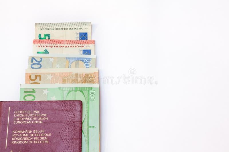 Pasaporte de Bélgica y ` s del euro que viajan fotografía de archivo libre de regalías