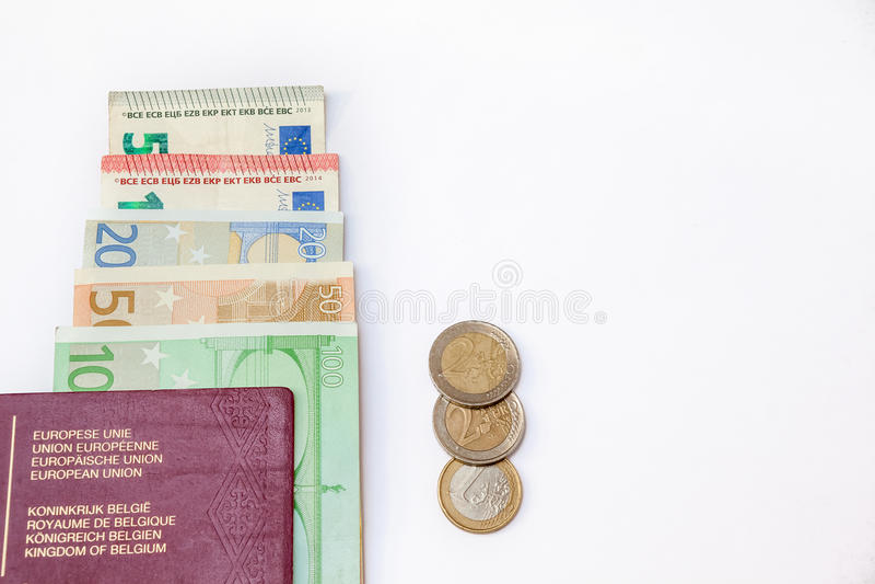 Pasaporte de Bélgica y ` s del euro que viajan fotografía de archivo