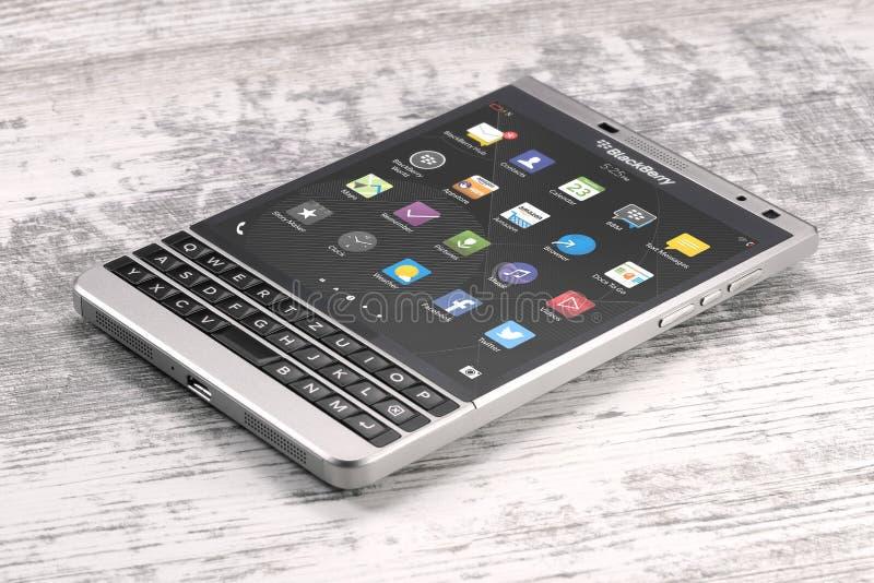 Pasaporte de Blackberry en la tabla de madera fotos de archivo