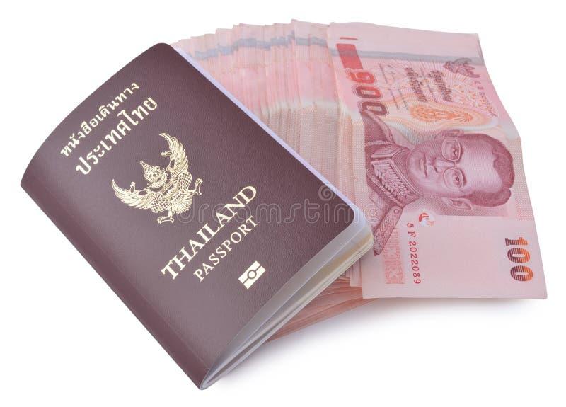 Pasaporte de Tailandia y dinero tailandés foto de archivo libre de regalías