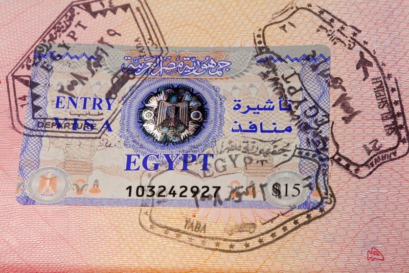 Pasaporte del documento con los sellos y visa imagenes de archivo