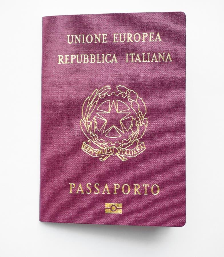 Pasaporte italiano fotografía de archivo libre de regalías
