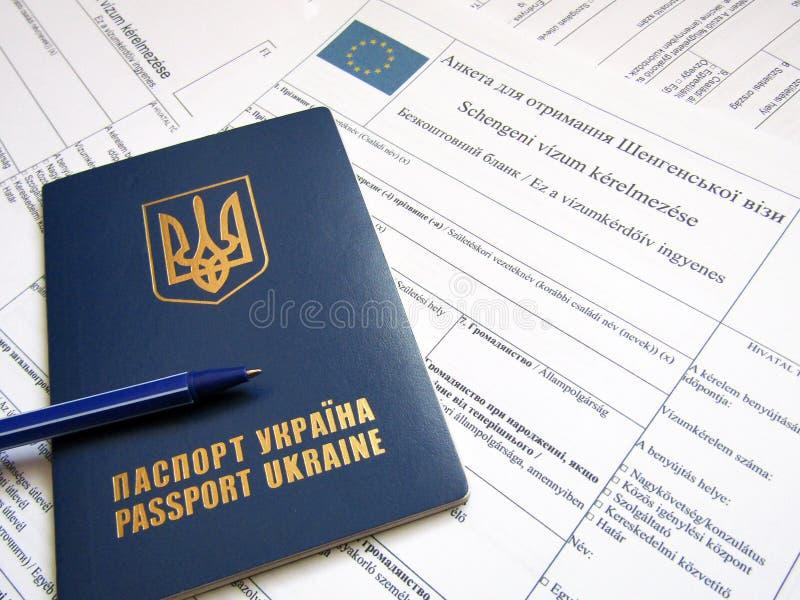 Pasaporte ucraniano con la forma foto de archivo libre de regalías