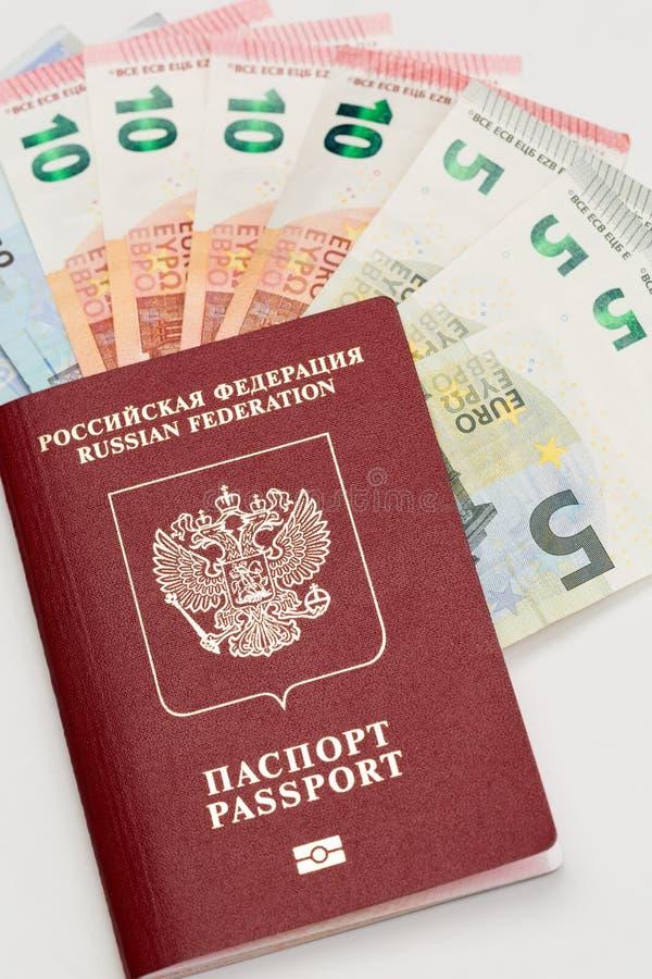 Pasaporte y euro imágenes de archivo libres de regalías