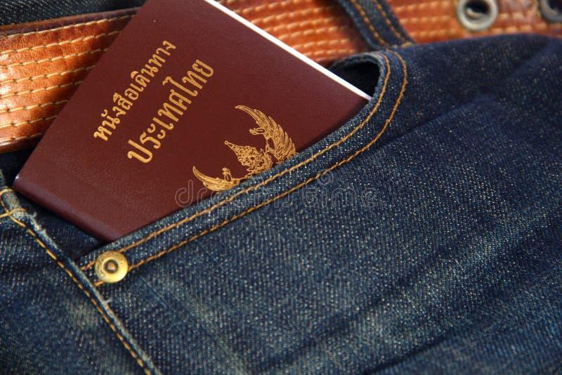 Pasaporte y mezclilla foto de archivo