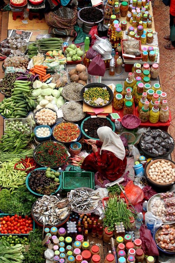 ?Pasar el mercado mojado famoso de Siti Besar Khadijah ?en Kota Bharu, Kelantan, Malasia imagenes de archivo