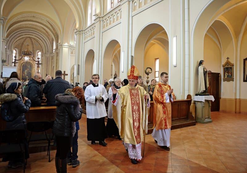 Paschalis I.-Prozession im St Martin der Ausflug-Kathedrale in Mukachevo-Stadt in Ukraine lizenzfreies stockfoto