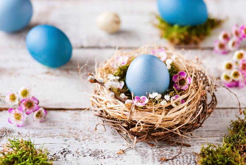 Pascua feliz - tarjeta de felicitación fresca de la turquesa fotografía de archivo