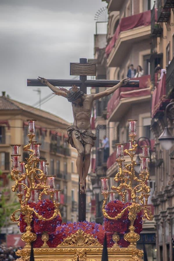 Pase el misterio de la fraternidad de St Bernard en la semana santa en Sevilla imagen de archivo libre de regalías