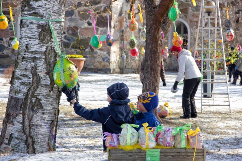 Pasen-boomtraditie in Finland stock afbeeldingen