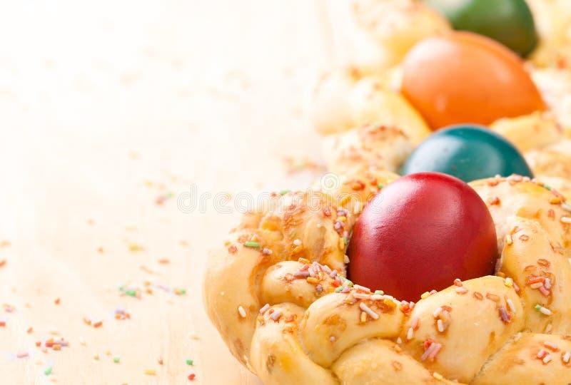 Pasen-brood met eieren stock afbeelding