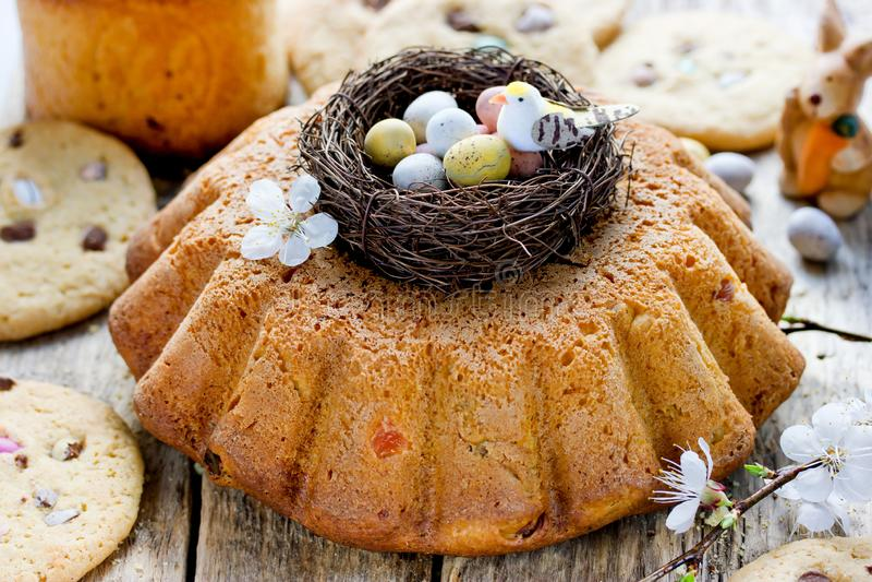 Pasen-cake kulich, traditioneel Pasen-brood stock afbeelding