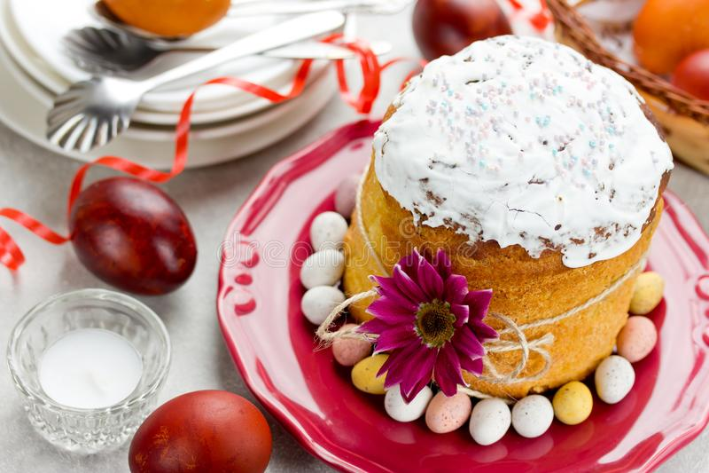 Pasen-cake kulich, traditioneel Russisch Pasen-brood stock foto's