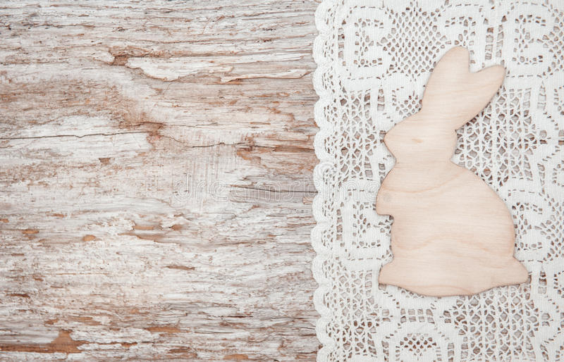 Pasen-decoratie met houten konijn en doek royalty-vrije stock fotografie
