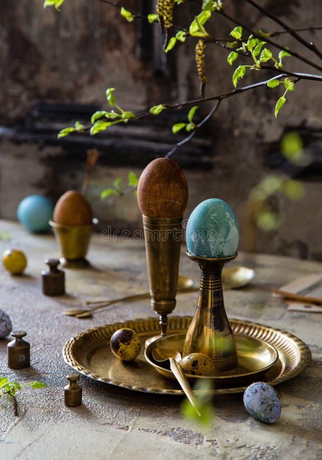 Pasen geschilderde eieren stock foto's