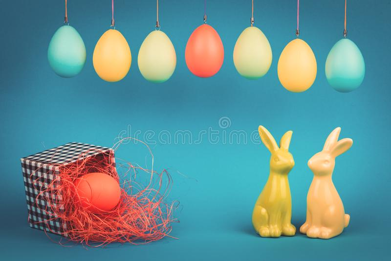 Pasen-groetkaart met twee konijntjes royalty-vrije stock afbeelding