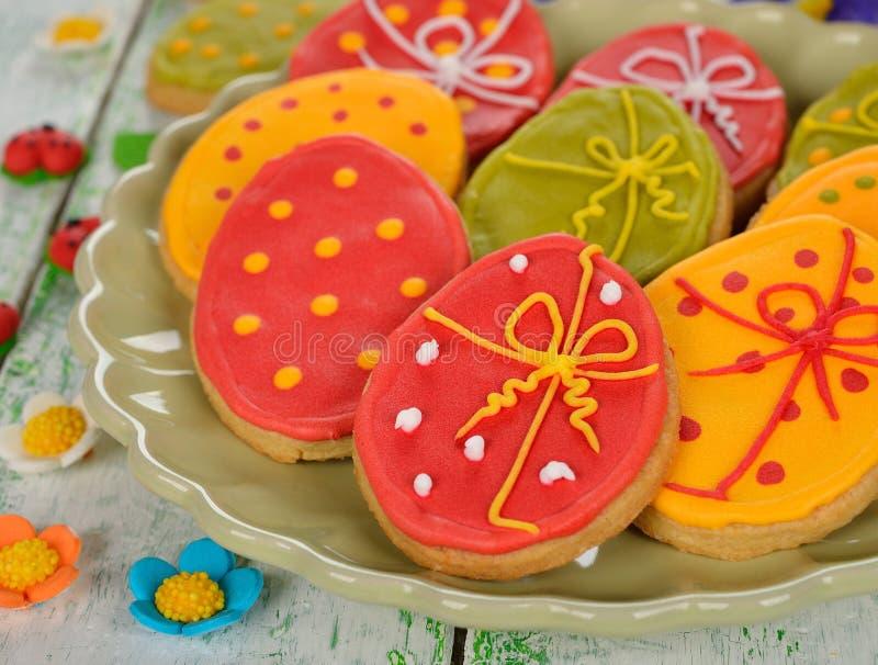 Pasen-koekjes die met suikerglazuur worden verfraaid royalty-vrije stock foto