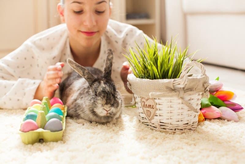 Pasen-konijn in huis royalty-vrije stock foto's