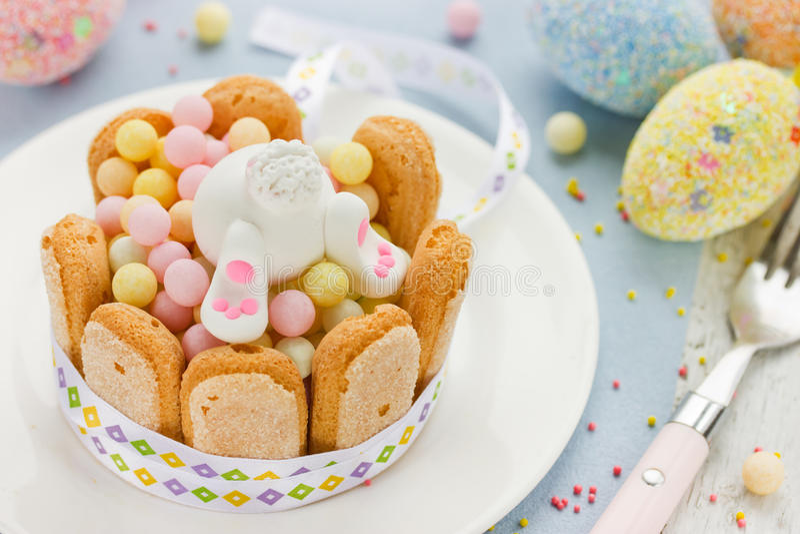 Pasen-snoepjessuikergoed en marsepeinkonijntje royalty-vrije stock afbeelding