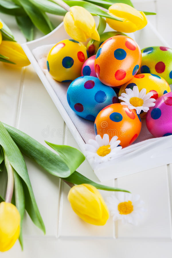 Pasen-stilleven met verse tulpen royalty-vrije stock foto's