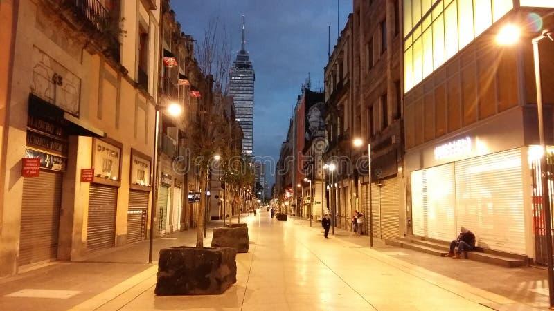 Paseo adentro en el centro de la ciudad fotografía de archivo libre de regalías