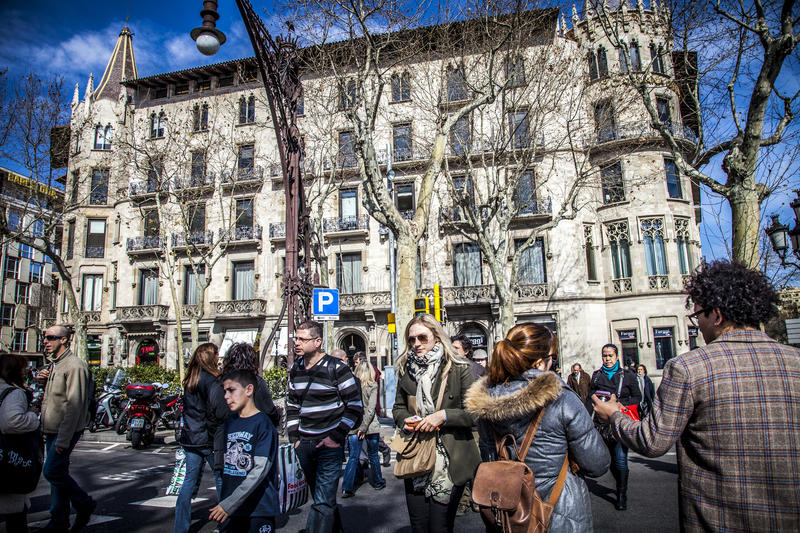 Paseo de Gracia Avenue i Barcelona royaltyfria foton