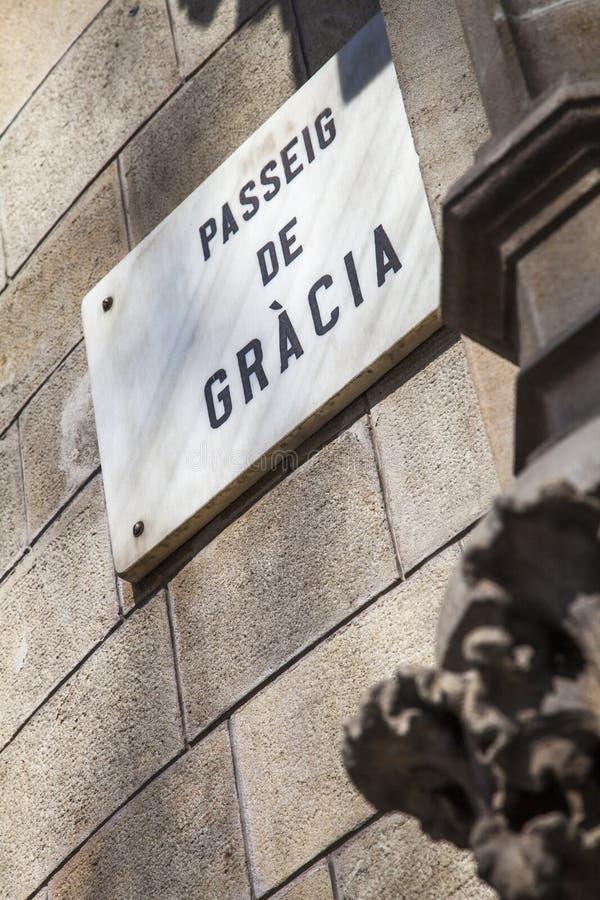 Paseo de Gracia aveny, den lyxiga gatan av Barcelona arkivbilder