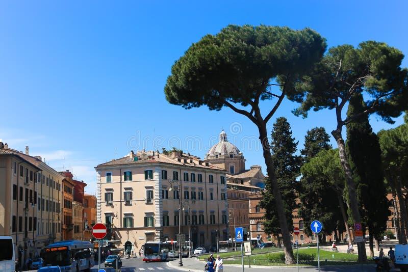 Paseo de la gente y de los turistas en el Vaticano fotos de archivo libres de regalías
