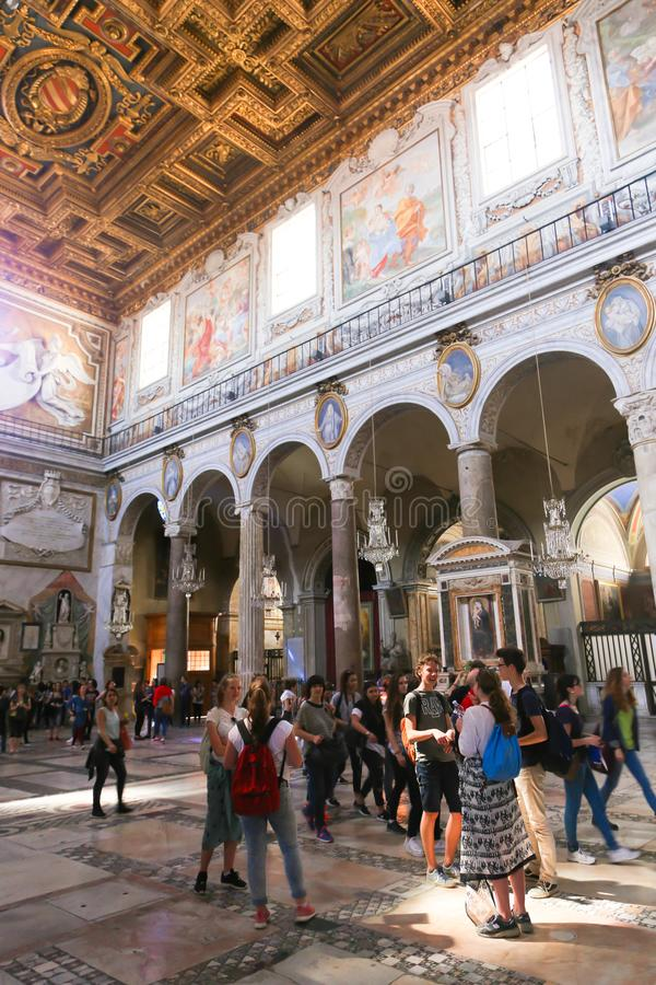 Paseo de la gente y de los turistas en el Vaticano imagen de archivo