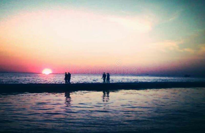 Paseo de la puesta del sol imagen de archivo libre de regalías