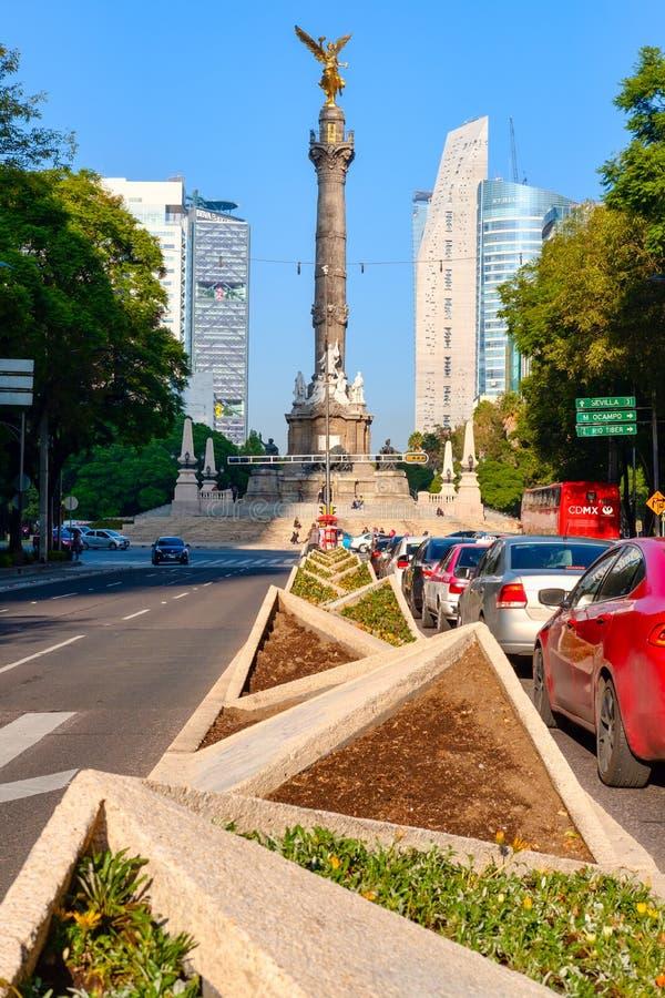 Paseo de la Reforma e l'angelo di indipendenza in Città del Messico fotografia stock