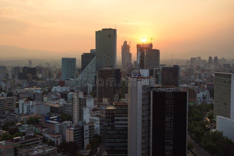 Paseo De Los Angeles Reforma Obciosujący, Meksyk -, Meksyk przy zmierzchu czasem obraz stock